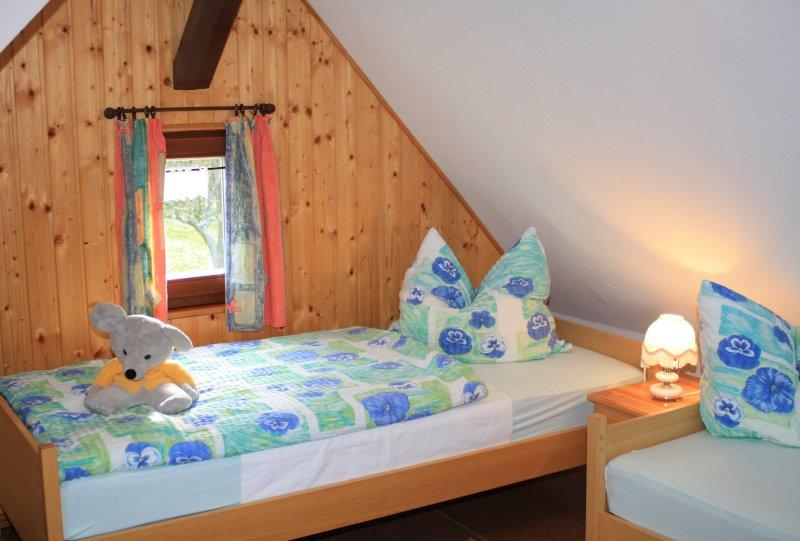 Schlafzimmer 2 im 1 OG